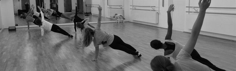 Ein kurzes Bauchmuskeltraining für zu Hause Jo Tanzt